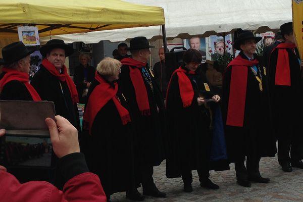 Les députés de la République de Montmartre, en tenue d'Aristide Bruant.