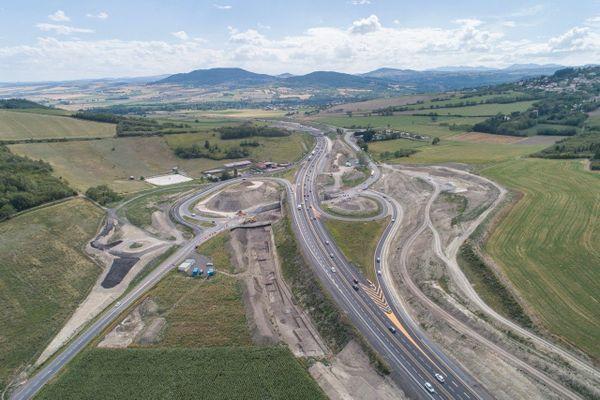 Poursuite des travaux le long de l'autoroute A75 au sud de Clermont-Ferrand.