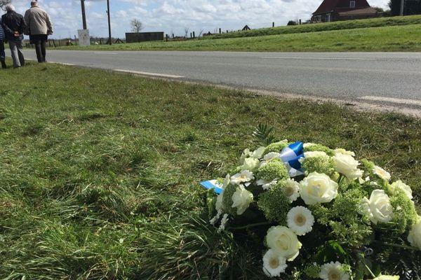 Les organisateurs de Gand-Welvegem ont déposé une gerbe ce mardi sur les lieux de l'accident à Sainte-Marie-Cappelle