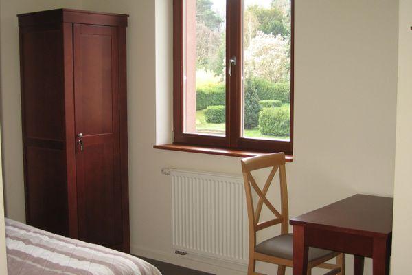 Une chambre dans un lieu de retraite, pour faire le point, se recueillir ou se retrouver, durant quelques jours
