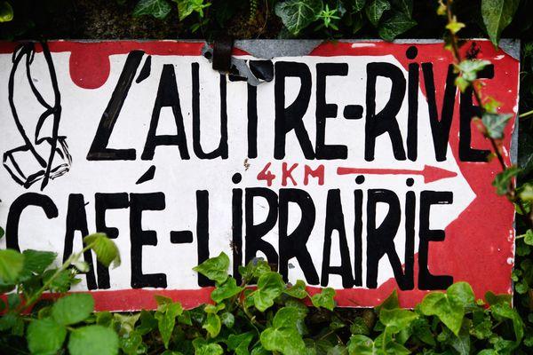 L'Autre Rive, café-librairie situé à Berrien