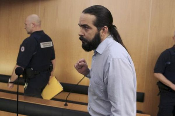 Au troisième jour de son procès, Sylvain Jouanneau regagne le boxe des accusés de la cour d'assises du Calvados