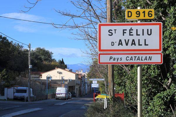 L'une des entrées du village de Saint-Feliu d'Avall dans les Pyrénées-Orientales. - 2018