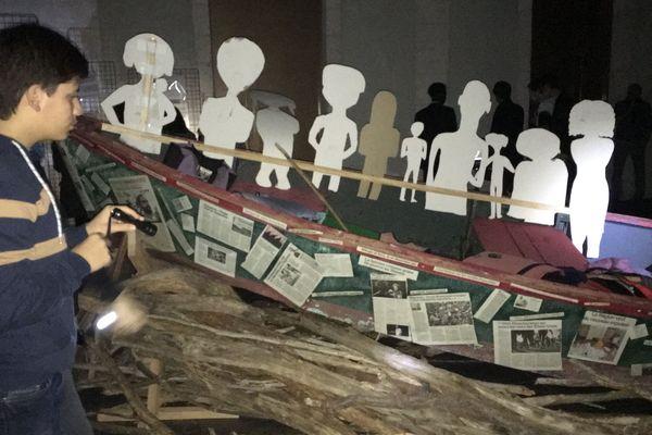 """""""Bois Flottés"""", une exposition qui se découvre à la lampe torche, pour mieux ressentir les affres des périples des migrants !"""