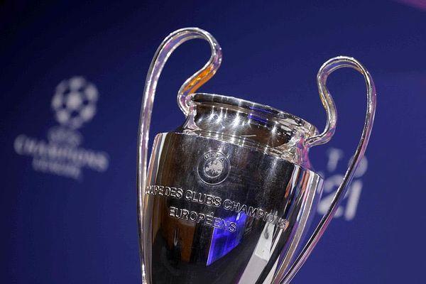 """Le trophée de la Ligue des Champions, la """"coupe aux grandes oreilles"""", que le PSG veut à tout prix remporter cette année. Photo Valentin FLAURAUD/AFP"""
