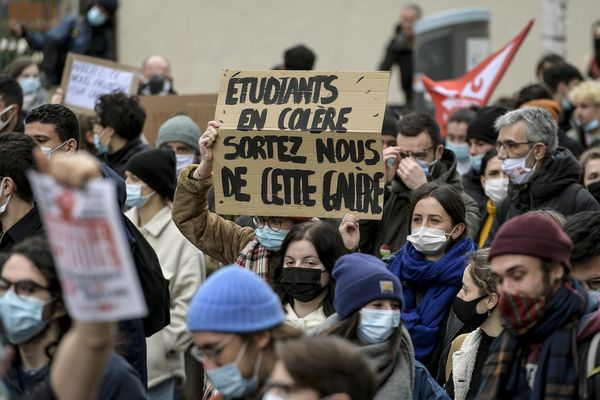 Manifestation contre la précarité étudiante à Lyon le 21 janvier 2021 -Entre 700 et 2000 étudiants ont défilé à Lyon pour défendre les conditions de vies et d'études en période de Covid.
