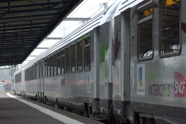 Un train Intercités en gare de Caen (photo d'illustration).