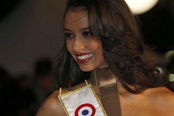 Flora Coquerel remettra son titre de Miss France en jeu le 6 décembre 2014 au zénith d'Orléans (Loiret)