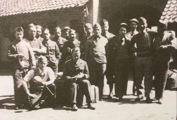 Juin 1940 : Soldats français et britanniques cachés dans la ferme Destombe à Bondues