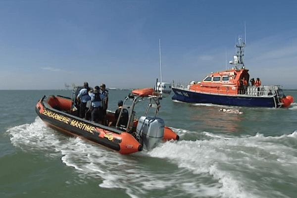 La police maritime contrôle les plaisanciers afin de vérifier les équipements de sécurité