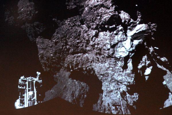 La toute première photo effectuée par le module Philae depuis la surface de la comète Tchouri.
