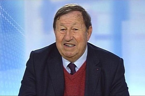 Guy Roux, l'ancien entraîneur de l'AJ Auxerre, a présenté son plan pour sauver le club de football de l'Yonne