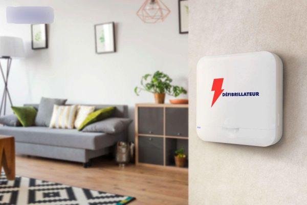 Des défibrillateurs compact et autonome comme celui-ci, de conception 100% française, sont de plus en plus installés par les particuliers à leur domicile.