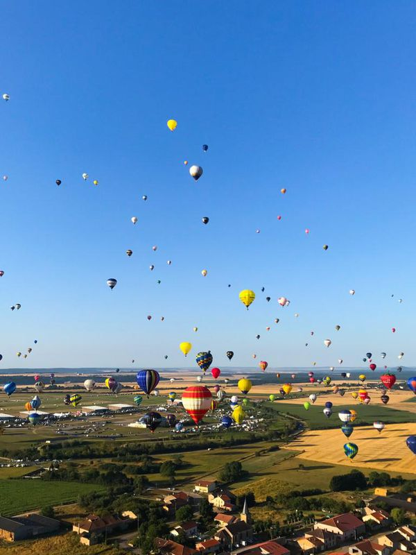 Vol de masse de montgolfières. Édition 2019 du Grand Est Mondial Air Ballons.