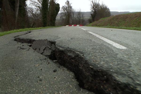 Une route départementale éventrée par les intempéries en Lot-et-Garonne