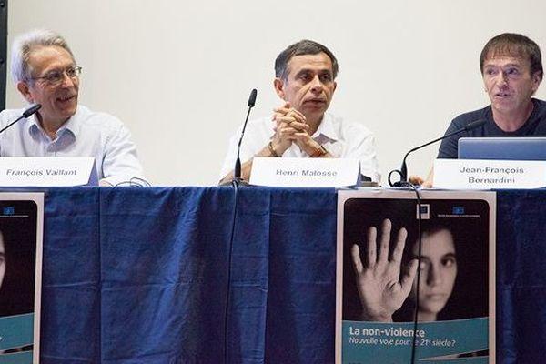 Conférence sur la non violence au théâtre de Bastia