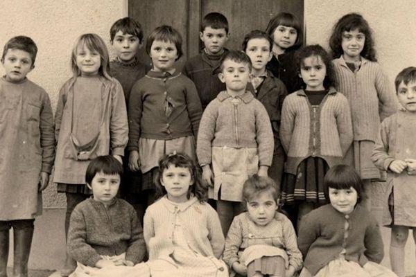 Photo de classe d'immigrés italiens dans le Nord, au début des années 1960