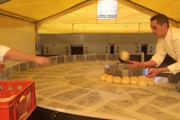 La plus grande brioche du monde mesurera 3,60 de diamètre, elle est fabriquée à Amnéville au profit du Téléthon.