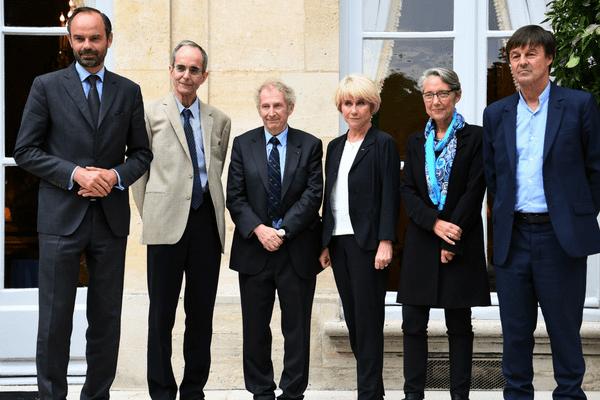 Michel Badre, Gérard Feldzer et Anne Boquet, entourés par Edouard Philippe, Elisabeth Borne et Nicolas Hulot (de gauche à droite)