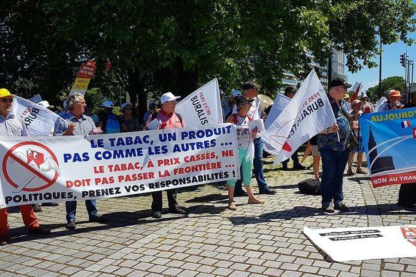 Manifestation des buralistes à la station de tram Port du Rhin