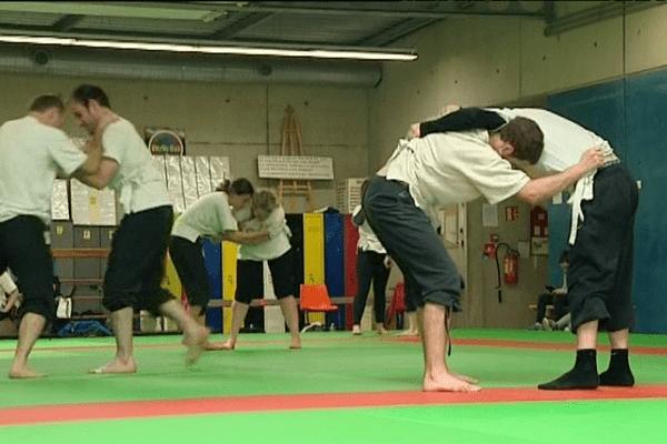 Dernier entrainement pour les lutteurs bretons en vue des prochains Championnats d'Europe de luttes celtiques.