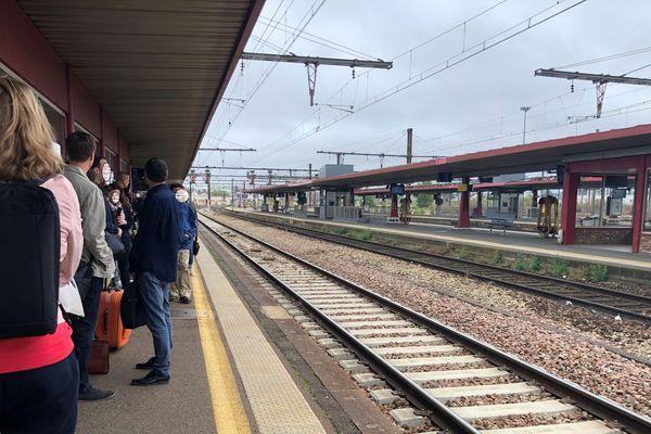 Loiret. Quai de gare à Fleury les Aubrais (Près d'Orléans)