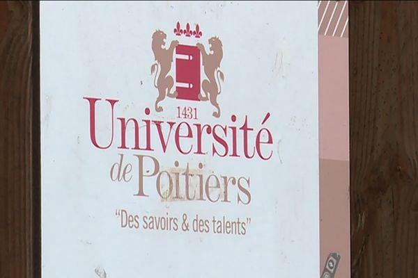 La fermeture du Master web éditorial de l'Université de Poitiers provoque l'indignation de nombreux étudiants.