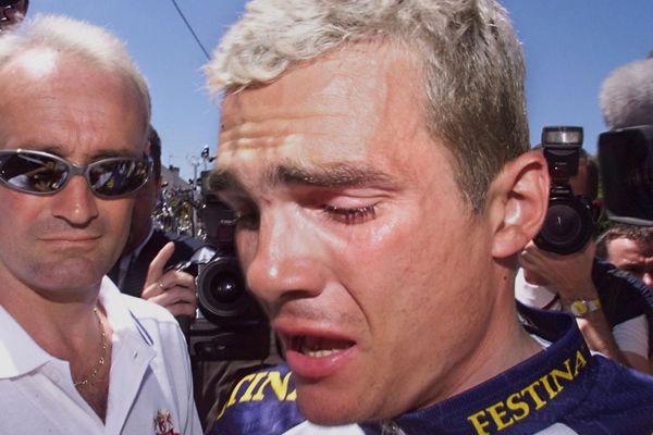 Richard Virenque annonce le retrait de l'équipe Festina du Tour de France 1998 après un scandale de dopage organisé.