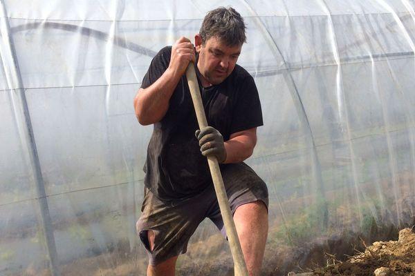 Mikel Berasaluze poursuit son travail au quotidien en cette période de forte activité.