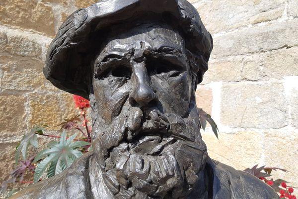 Le buste de Claude Monet à Fresselines, signé Danielle Bertholdt.