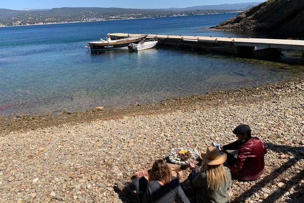 Depuis début avril, malgré le confinement, il est possible d'aller sur l'île verte pour s'aérer tout en respectant les 10 km.