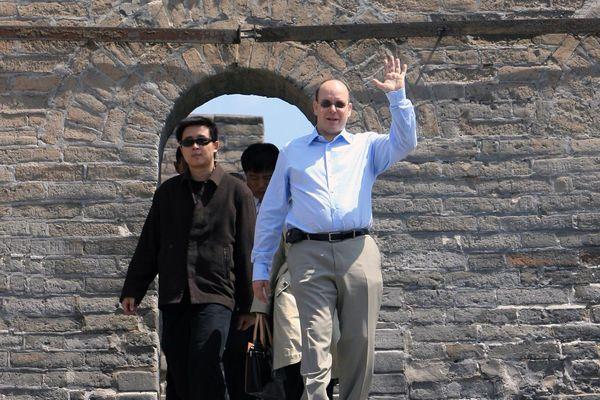 Le Prince Albert II visite la Grande Muraille de Chine, le 25 avril 2007.