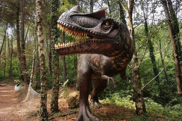 Dans le parc Dinopedia, à La Grand-Combe (Gard), les maquettes de dinosaures peuvent mesurer jusqu'à 30 mètres. Août 2021.