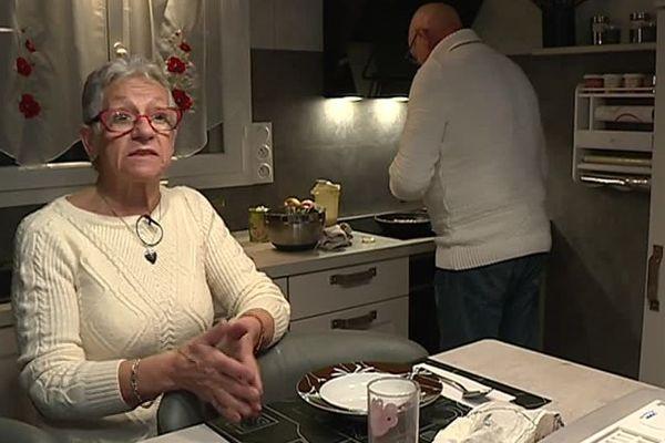 A 65 ans, Josiane Roger est obligée de retravailler dans la restauration pour joindre les deux bouts.
