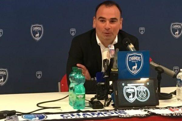 Denis Renaud, entraîneur des Chamois Niortais, lors de la dernière conférence de presse avant le choc Niort / PSG en huitième de finale de la Coupe de France .