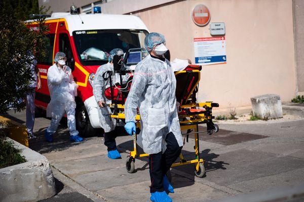 Des patients sont transférés de l'hôpital d'Aix-en-Provence (Provence-Alpes-Côte d'Azur) vers les centres médicaux toulousains. (Image d'illustration aux urgences d'Aix-en-Provence, prise en avril 2020).