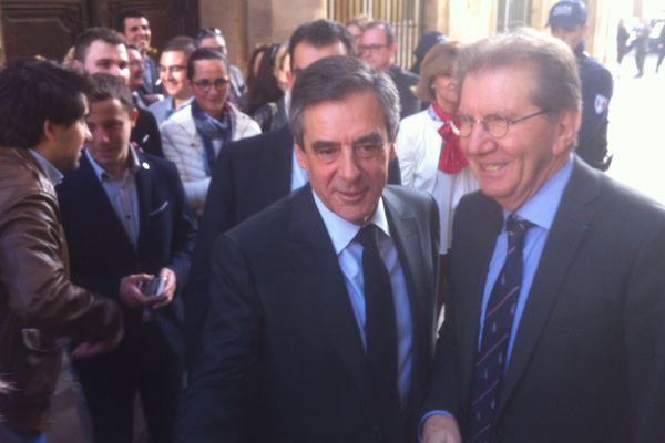 Le candidat LR a rencontré les élus de son camps aujourd'hui à l'Hôtel de ville de Marseille .