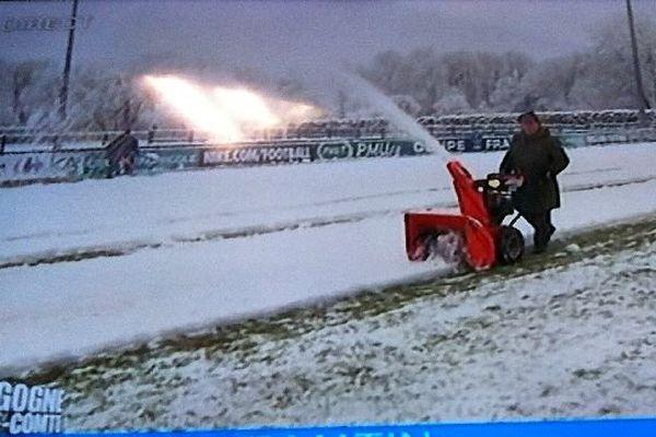 Le match des 16es de finale de la Coupe de France entre l'AJ Auxerre et le Jura-Sud prévu mardi 20 janvier 2015, à 19h, pourrait être annulé en raison de la neige.