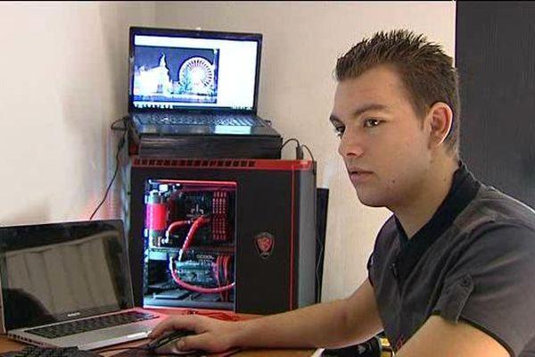 Kevin Bonnamy a modélisé la place de Jaude de Clermont-Ferrand à la manière du jeu vidéo GTA IV. Plus de 400 heures de travail ont été nécessaires.