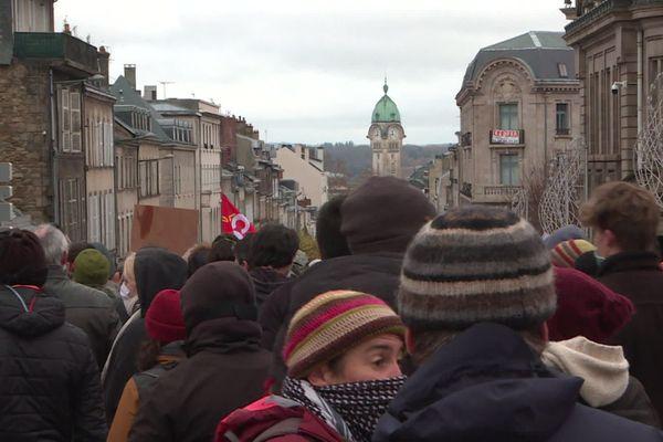 """Ils étaient 650 à un millier de manifestants dans les rues de Limoges contre la loi """"sécurité globale"""""""