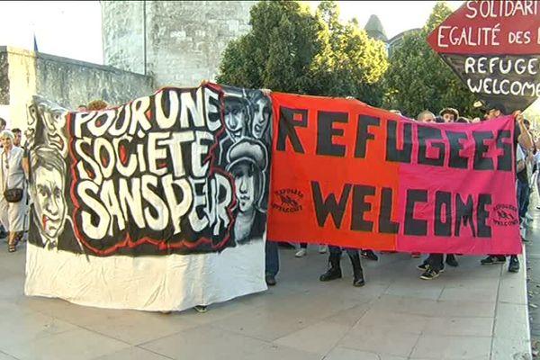 Près de 300 personnes ont manifesté place Jean Moulin en faveur de l'accueil des réfugiés.