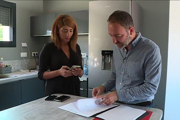 Stéphan Pélissier chez lui, à Albi, en compagnie de son épouse syrienne
