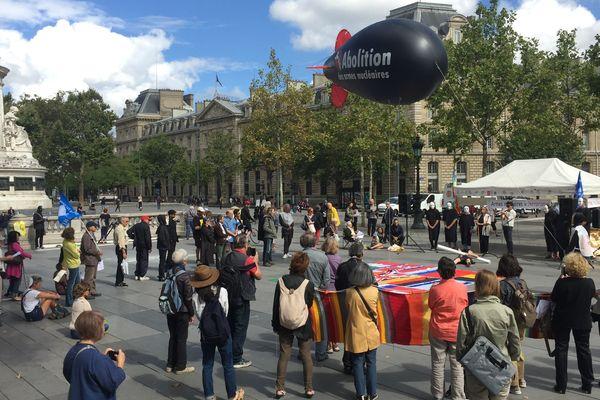 Une manifestation contre le nucléaire militaire, à République, à Paris.