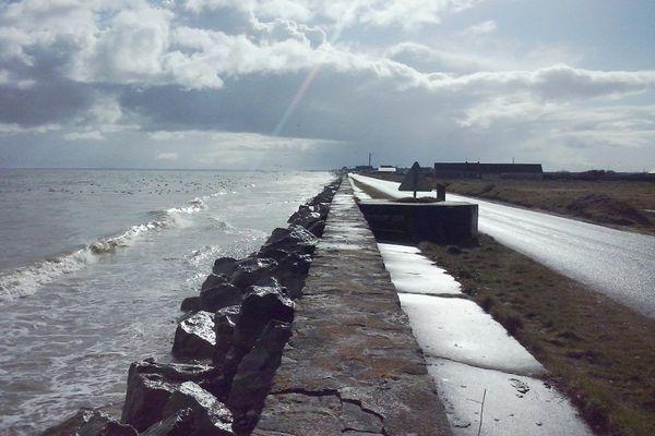 Un temps propice aux averses tout au long de ce samedi vers Utah Beach, dans la Manche.