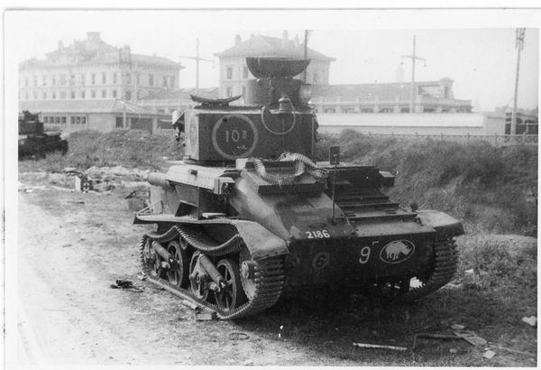 Un char britannique détruit à Calais.