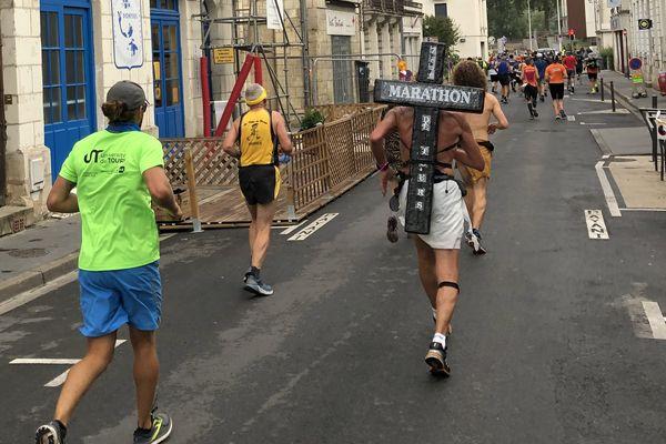 Jésus en plein marathon de Tours.