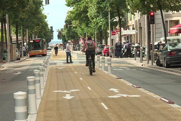 La piste cyclable sur une grande partie du boulevard Gambetta à Nice