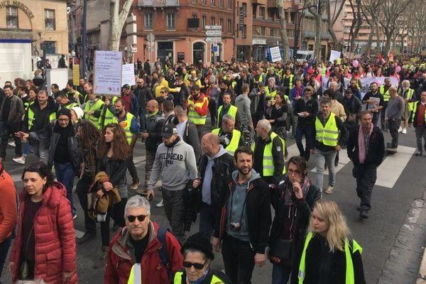 """Une manifestation de """"gilets jaunes"""" à Toulouse."""