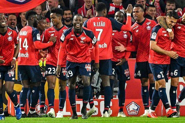 Nicolas Pépé et les siens ont infligé une correction à Nîmes (5-0).