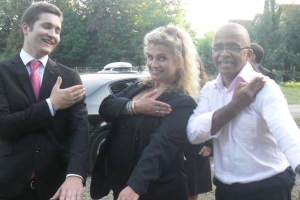 Marie d'Herbais de Thun et des amis. Photo publique sur la page Facebook de la candidate FN à Savigné l'Êveque.